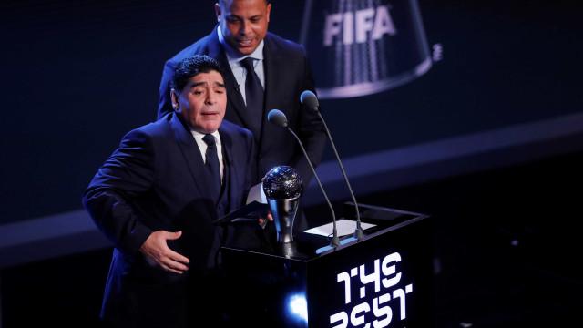 Maradona começou a 'descarrilar' mas foi salvo por Ronaldo