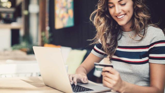 Um em cada três portugueses já fez compras pela Internet