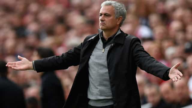 Críticas de Mourinho após derrota deixaram balneário do United 'partido'