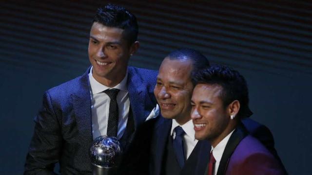 Neymar não quis sair da Gala da FIFA sem esta fotografia