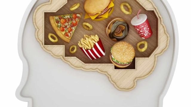 Não resiste à 'comida de plástico'? Saiba porquê e como evitá-la