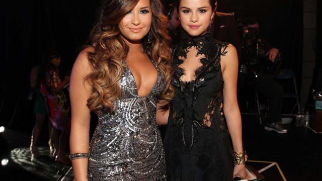 Revelada reação de Selena Gomez ao internamento de Demi Lovato