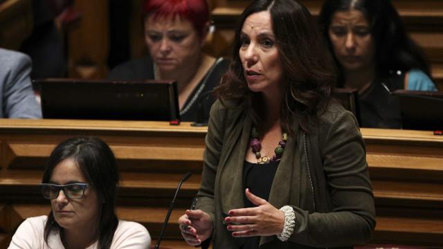 PEV desafia Costa a proibir comissões bancárias em contas à ordem