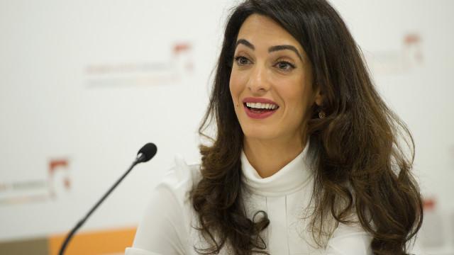 Revelada fotografia de Amal Clooney com 17 anos