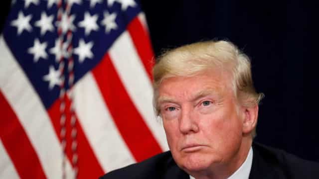 """Trump diz que EUA vão discutir fim das taxas """"aplicadas pela UE"""""""