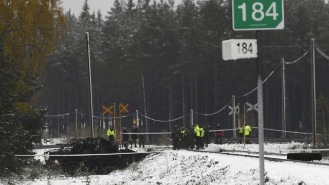 Colisão entre comboio e veículo militar provocou pelo menos quatro mortos