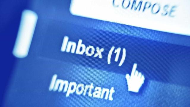 Caso dos emails