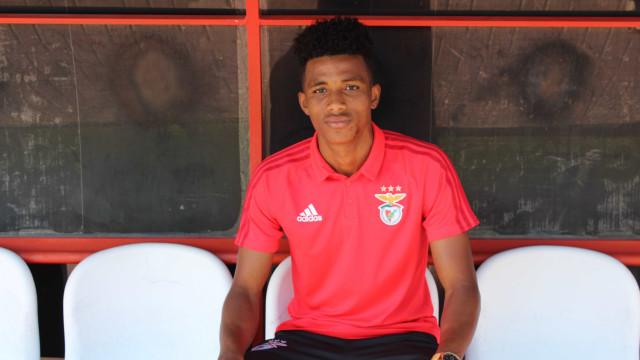 """O """"menino de rua"""" que chegou ao Benfica em busca de """"um sonho de criança"""""""