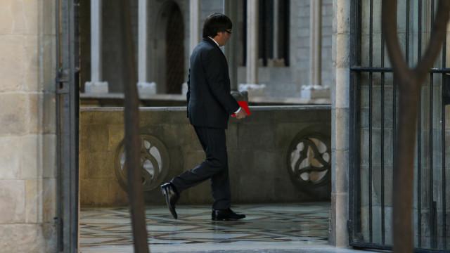 Catalunha: Suspensa declaração de Carles Puigdemont