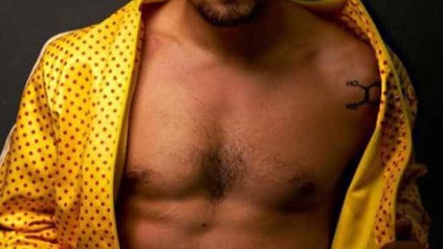 Caio Castro deixa fãs em 'delírio' com abdominais