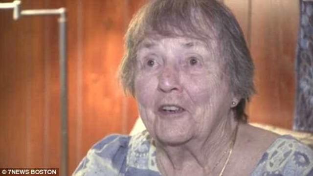 Idosa de 91 anos espanta ladrão com a sua nudez