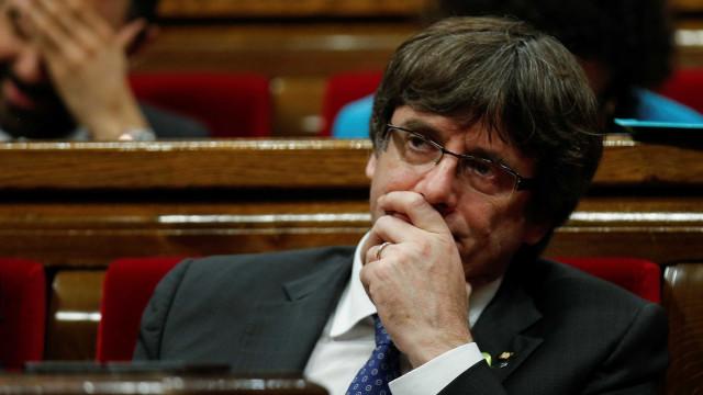 Procuradoria alemã pede extradição de Puigdemont. Tribunal recusa prisão