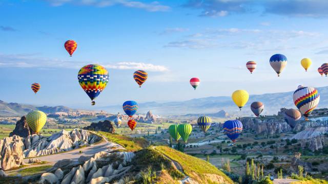 Conheça os melhores destinos para fazer uma viagem de balão
