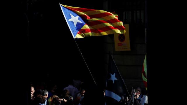 Constitucionalistas e independentistas empatados muito perto de eleições