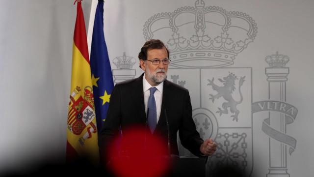Rajoy destitui governo catalão e anuncia eleições para 21 de dezembro