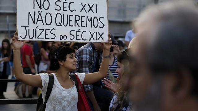 Centenas protestam em Lisboa contra acórdão que consideram machista