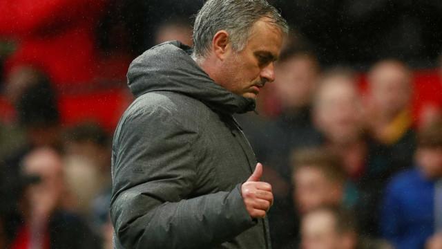 Mourinho explica gesto para a câmara após triunfo do United