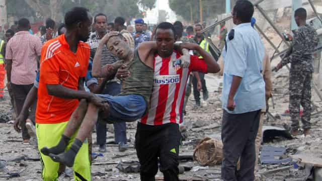Somália: Pelo menos 20 pessoas presas no hotel, incluindo políticos