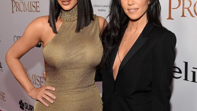 Kim e Kourtney Kardashian mascaram-se de Madonna e Michael Jackson