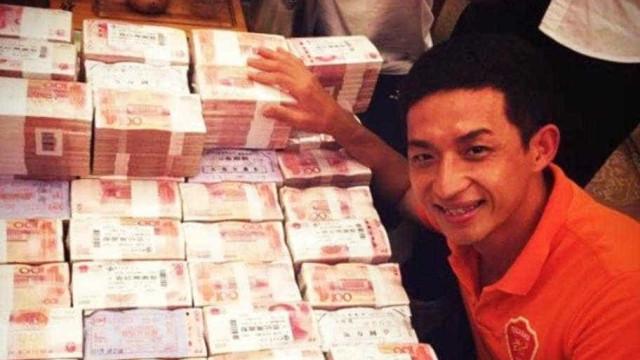 China: Sobem de divisão e mostram prémio milionário recebido por cada um
