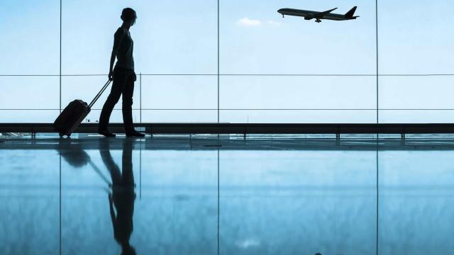 Governo quer multar companhias aéreas que falhem registo de passageiros