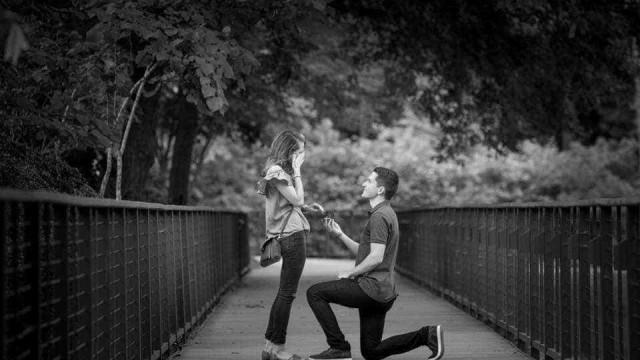 Este casal quer organizar o casamento só com a ajuda de patrocínios