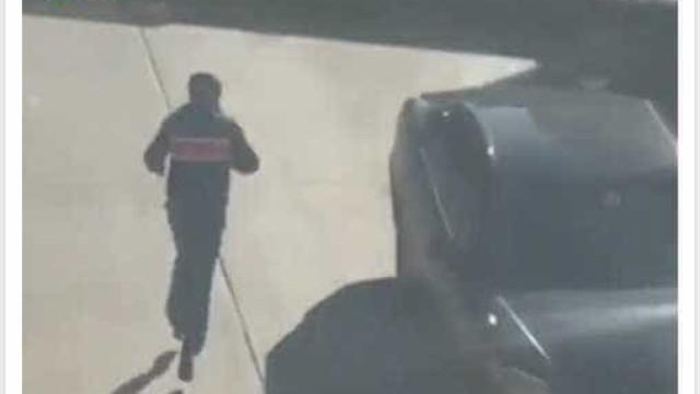 Vídeo mostra momento em que suspeito de atropelamento sai da carrinha