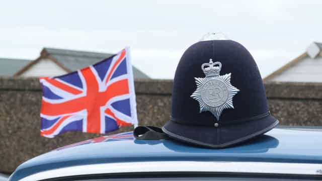 Inglaterra: Dois jovens de 14 anos acusados de preparar ataque terrorista