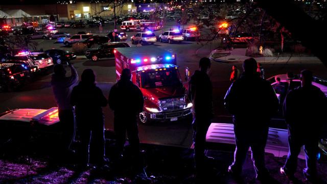 Sobe para três número de mortos em tiroteio em supermercado no Colorado
