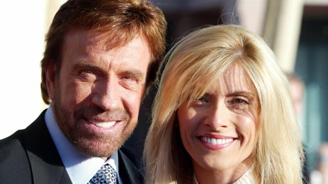 Chuck Norris processa farmacêuticas por prejudicarem saúde da esposa