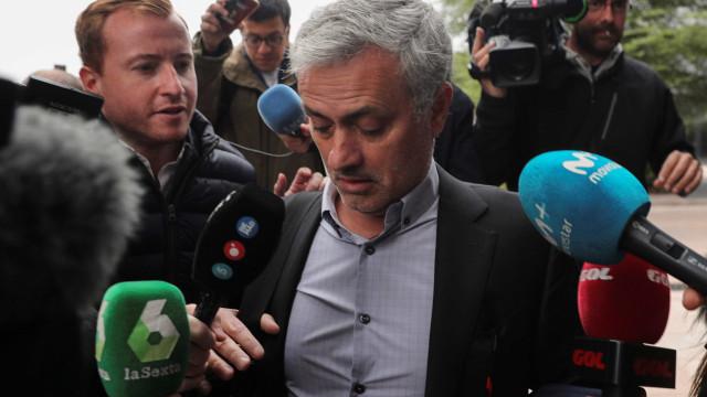 """Mourinho à saída do tribunal: """"Paguei, assinei e o caso está fechado"""""""