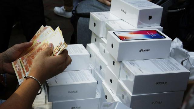 Escola obriga alunos a fazer turnos de quase 11 horas em fábrica da Apple