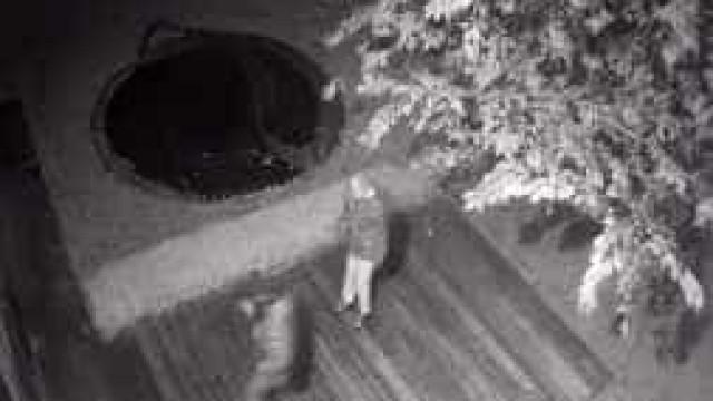 Vídeo mostra tentativa de assalto a casa de jogador do Liverpool