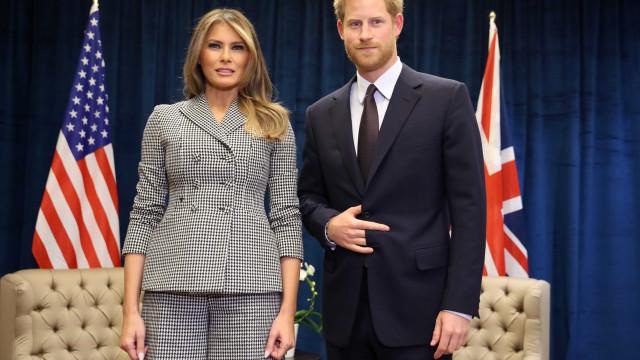 """Afinal, o gesto de Harry ao pé de Melania não eram os """"chifres do diabo"""""""
