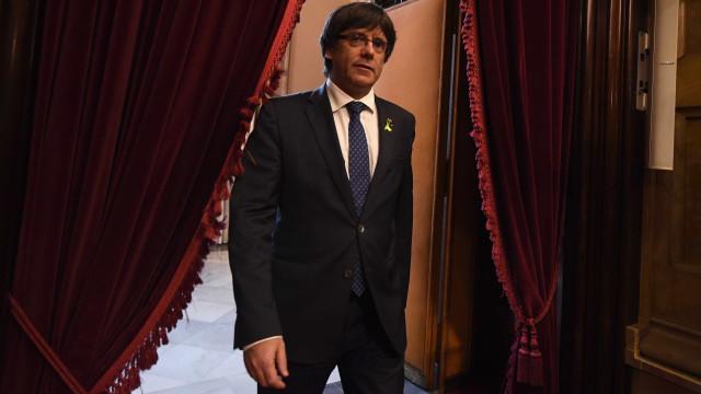 Puigdemont fica em liberdade, mas não pode sair da Bélgica