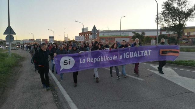 Puigdemont está na Bélgica, mas manifestações continuam e cortam trânsito
