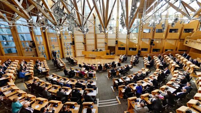 Parlamento escocês evacuado devido a pacote suspeito