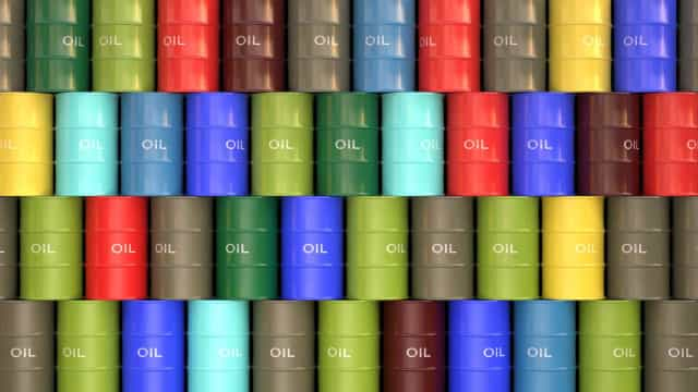 Preço do barril de Brent sobe de novo para níveis acima dos 85 dólares