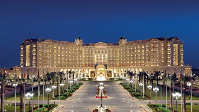 Hotel de luxo convertido em prisão temporária para realeza saudita