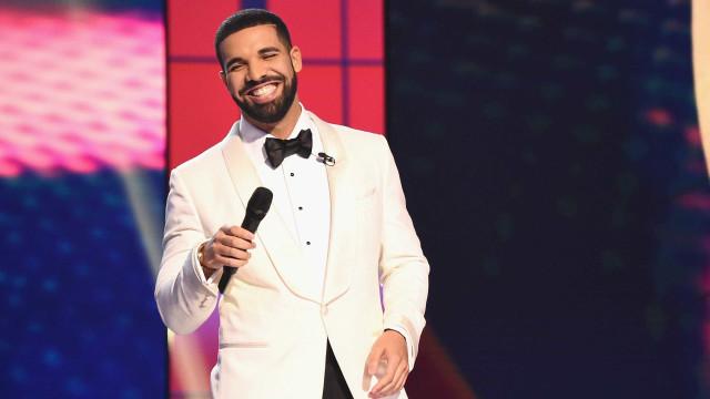 Drake paga conta de supermercado a fãs... de 240 mil euros