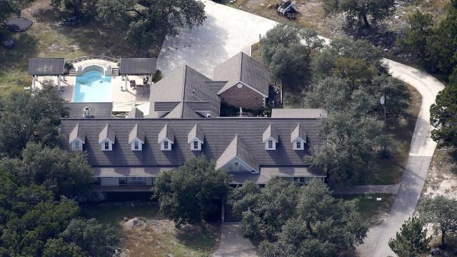 Pai do atirador do Texas fala pela primeira vez após ataque