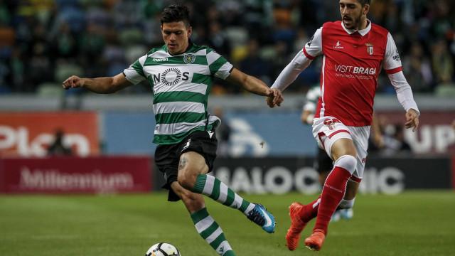 Jonathan Silva no 'limbo' entre Roma e Alvalade