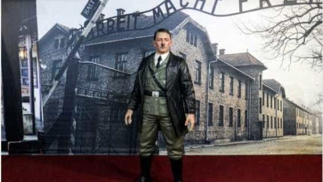 Modelo em tamanho real de Hitler retirado de museu