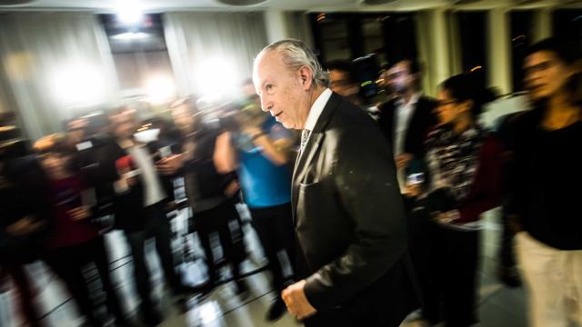 Sondagem dá vitória escassa a Santana Lopes no confronto com Rui Rio