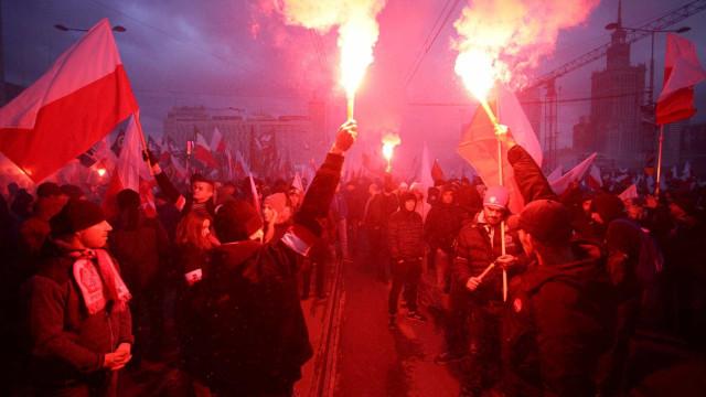 """Polónia: Cerca de 60 mil supremacistas apelam a """"holocausto islâmico"""""""