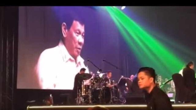 """Duterte para Trump: """"Tu és a luz do meu mundo"""" (em versão cantada)"""