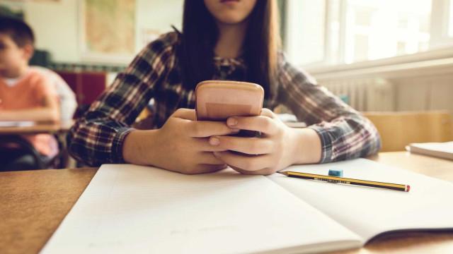 """""""É um desperdício pedir aos alunos que guardem os smartphones"""" nas aulas"""