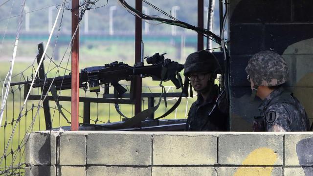 Soldado norte-coreano baleado enquanto atravessava fronteira para Sul