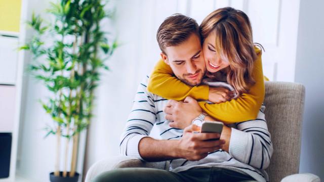 Portugueses acreditam que smartphones ajudam a salvar relações amorosas