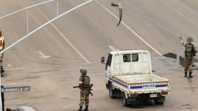 Exército tem Mugabe e a mulher sob custódia e controla a capital